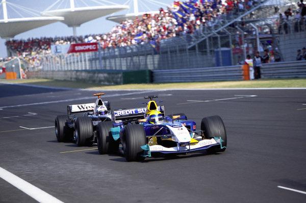 Felipe Massa, Sauber C23 Petronas leads David Coulthard, McLaren MP4-19B Mercedes.