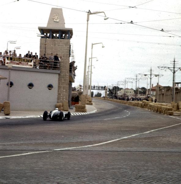 1960 Portuguese Grand Prix.Porto, Portugal.12-14 August 1960.Jack Brabham (Cooper T53 Climax) 1st position.Ref-3/0192.World Copyright - LAT Photographic