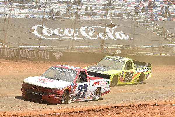 #22: Austin Wayne Self, AM Racing, Chevrolet Silverado GOTEXAN/AM, #88: Matt Crafton, ThorSport Racing, Toyota Tundra ThorSport Racing