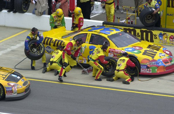 2001 NASCAR Michigan June 10 2001 USAKen Schrader getting service from his crew,-Robert LeSieur 2001LAT Photographic