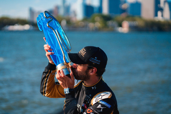 Jean-Eric Vergne (FRA), DS TECHEETAH celebrates with the championship trophy