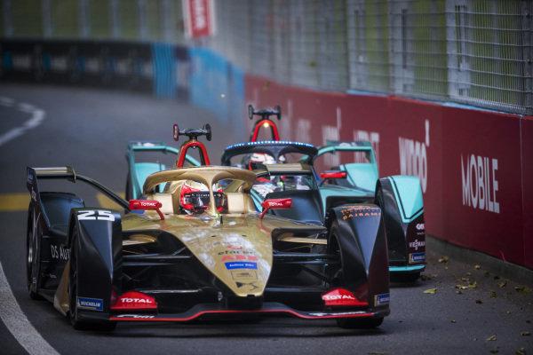Jean-Eric Vergne (FRA), DS TECHEETAH, DS E-Tense FE19 battles with Mitch Evans (NZL), Panasonic Jaguar Racing, Jaguar I-Type 3