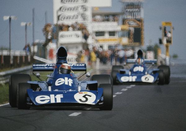 Jackie Stewart, Tyrrell 006 Ford, ahead of team mate Francois Cevert, Terrell 006 Ford.