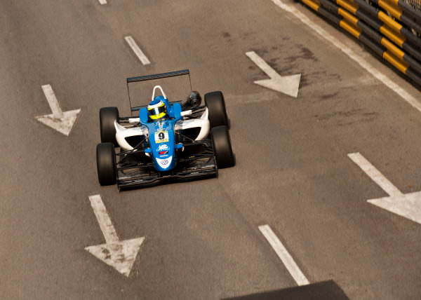 Formula Three. 16th - 19th November 2011. Circuit de Guia, Macau. Carlos Huertas, Carlin. Action. World Copyright: Drew Gibson/LAT Photographic. ref: Digital Image _Y2Z6288