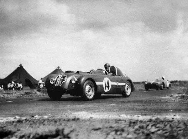Le Mans, France. 24th - 25th June 1950 Tony Rolt/Duncan Hamilton (Healey E), 4th position, action. World Copyright: LAT Photographic Ref: Autocar Glass Plate C27253.