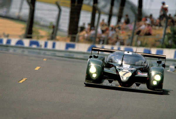 Le Mans, France. 14th - 15th June 2003.The winning Bentley of Kristensen, Capello and Smith through Tetre Rouge.World Copyright: Jeff Bloxham/LAT Photographic.Ref:  03LM38.