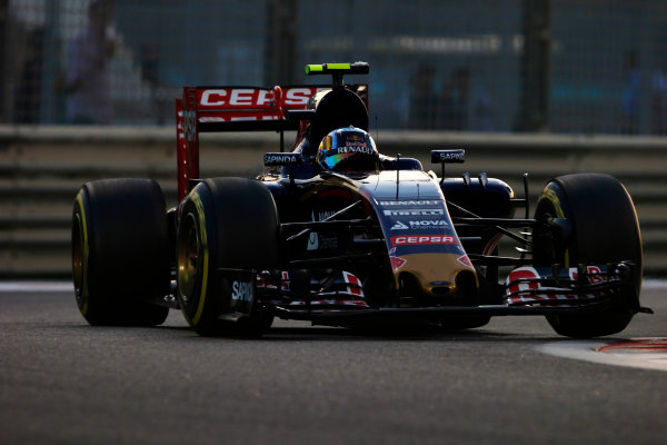 Yas Marina Circuit, Abu Dhabi, United Arab Emirates. Sunday 29 November 2015. Carlos Sainz Jr, Toro Rosso STR10 Renault. World Copyright: Steven Tee/LAT Photographic ref: Digital Image _L4R5524