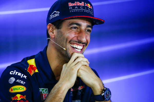 Yas Marina Circuit, Abu Dhabi, United Arab Emirates. Thursday 23 November 2017. Daniel Ricciardo, Red Bull Racing, in the drivers press conference. World Copyright: Andy Hone/LAT Images  ref: Digital Image _ONY9690