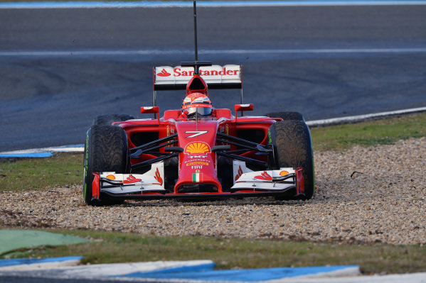 Kimi Raikkonen (FIN) Ferrari F14 T goes off line.