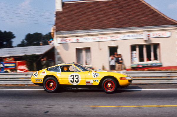 Le Mans, France. 9th - 10th June 1973The no. 33 Ferrari 365 GTB/4 Daytona driven by Neil Corner and Willie Green in action.World Copyright: LAT Photographicref: 35mm Transparency, 50mb RGB Scan.
