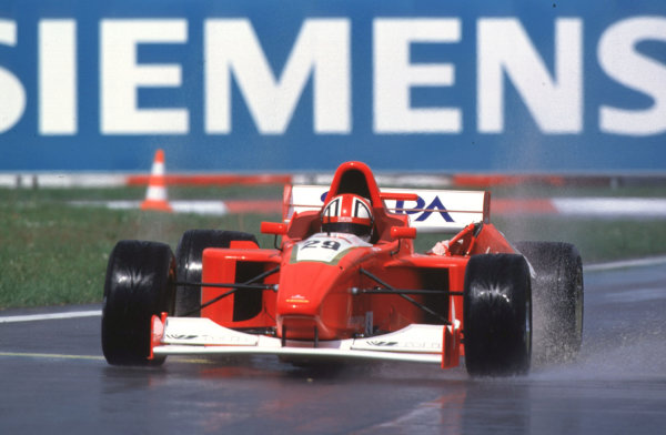 International Formula 3000 Championship Nurburgring, Germany. 19th - 20th May 2000 Jamie davies, deputising for the injured Marion Haberfeld, carries damage from his first corner clash with Mark Webber World - Bellanca/LAT Photographic