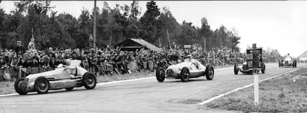 Reims-Gueux, France.18 July 1948.Raymond Sommer (Maserati 4CM) leads Eugene Chaboud (Delahaye 135S), John Heath (hidden, Alta GP) and Nello Pagani (Maserati 4CL).Published-Autocar 23/7/1948 p701.World Copyright - LAT Photographic