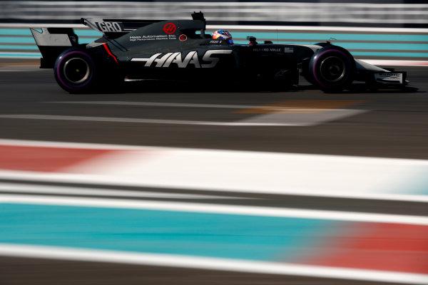 Yas Marina Circuit, Abu Dhabi, United Arab Emirates. Friday 24 November 2017. Romain Grosjean, Haas VF-17. World Copyright: Glenn Dunbar/LAT Images  ref: Digital Image _X4I6276