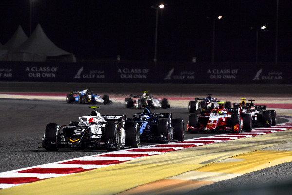 Ralph Boschung (CHE, Campos Racing), leads Felipe Drugovich (BRA, Uni-Virtuosi), and Oscar Piastri (AUS, Prema Racing)