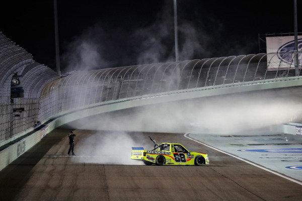 #88: Matt Crafton, ThorSport Racing, Ford F-150 Jack Links/ Menards, burnout