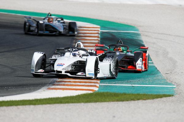 Edoardo Mortara (CHE) Venturi, EQ Silver Arrow 01 leads Daniel Abt (DEU), Audi Sport ABT Schaeffler, Audi e-tron FE06 and Stoffel Vandoorne (BEL), Mercedes Benz EQ Formula, EQ Silver Arrow 01