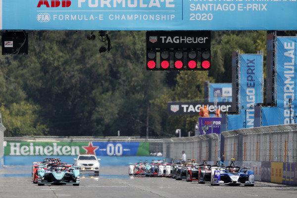 Mitch Evans (NZL), Panasonic Jaguar Racing, Jaguar I-Type 4, and Maximilian Günther (DEU), BMW I Andretti Motorsports, BMW iFE.20, at the start of the race