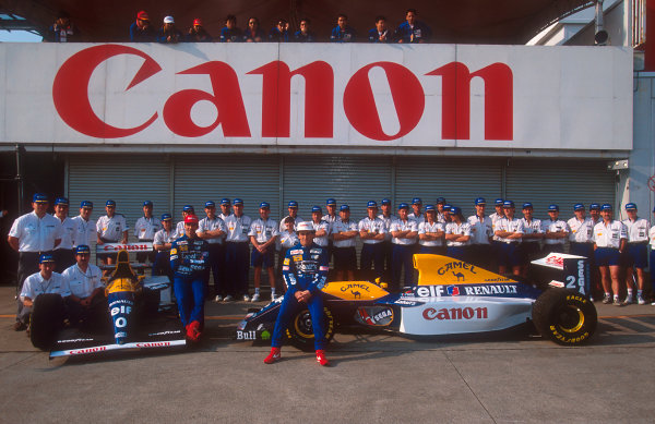 1993 Japanese Grand Prix.Suzuka, Japan.22-24 October 1993.Alain Prost and Damon Hill pose with their Williams FW15C Renault's and team colleagues.Ref-93 JAP 18.World Copyright - LAT Photographic