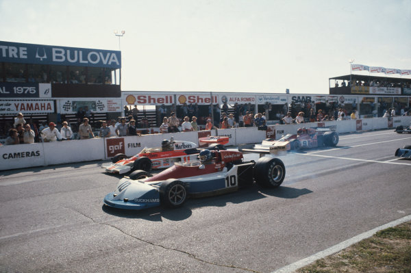 Mosport Park, Ontario, Canada. 1-3 October 1976. Ronnie Peterson, March 761 Ford, leads James Hunt, McLaren M23 Ford, and Vittorio Brambilla, March 761 Ford, at the start. Ref: 76CAN04. World Copyright - LAT Photographic