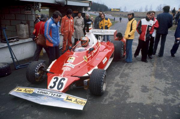 Brands Hatch, England. 14th March 1976.Giancarlo Martini (Ferrari 312T), retired, pit lane action. World Copyright: LAT Photographic.Ref:  76ROC 36b.