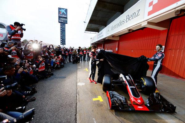 Circuit de Catalunya, Barcelona, Spain Monday 22 February 2016. Romain Grosjean, Haas F1, and Esteban Gutierrez, Haas F1, unveil the Haas VF-16 Ferrari. World Copyright: Glenn Dunbar/LAT Photographic ref: Digital Image _89P3864