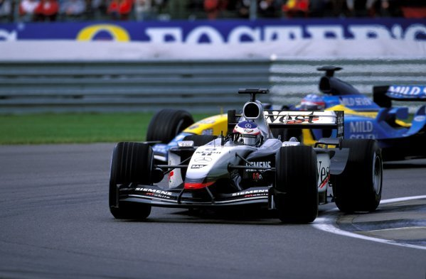 Kimi Raikkonen (FIN), McLaren Mercedes MP4-17D, stays ahead of Fernando Alonso (ESP), Renault R23, to finish second.United States Grand Prix, Rd15, Indianapolis Motor Speedway, Indianapolis, USA. 28 September 2003.BEST IMAGE