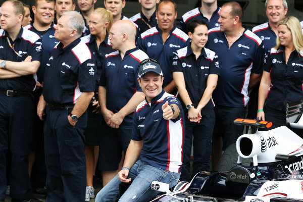 Rubens Barrichello (BRA) Williams at a team photo.
