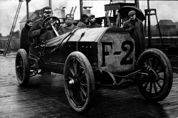 1907 French Grand Prix.Dieppe, France. 2nd July 1907.Felice Nazzaro, Fiat 130hp Racer, 1st position, portrait.World Copyright: LAT Photographic.ref:Autocar S71-1182