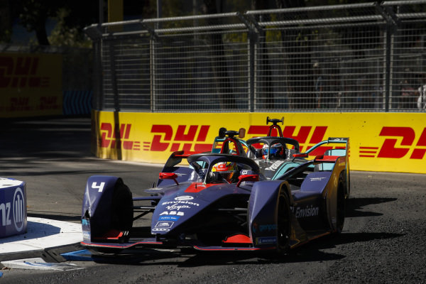 Robin Frijns (NLD), Envision Virgin Racing, Audi e-tron FE05 leads Mitch Evans (NZL), Panasonic Jaguar Racing, Jaguar I-Type 3