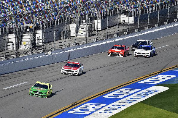 #12: Ryan Blaney, Team Penske, Ford Mustang Menards/Libman and #21: Matt DiBenedetto, Wood Brothers Racing, Ford Mustang Motorcraft/Quick Lane