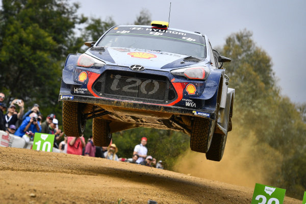 Andreas Mikkelsen (NOR) / Anders Jaeger-Synnevaag (NOR), Hyundai Motorsport Hyundai i20 Coupe WRC at World Rally Championship, Rd13, Rally Australia, Day Three, Coffs Harbour, New South Wales, Australia, 19 November 2017.