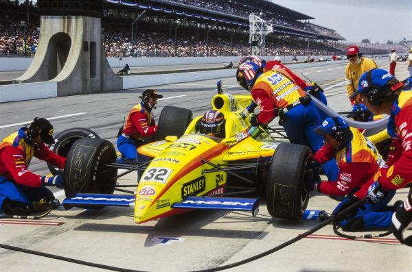 Robby Gordon, Team Menard, Dallara IR9, makes a pitstop.
