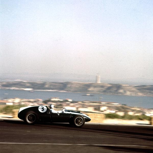 1959 Portuguese Grand Prix.Monsanto, Lisbon, Portugal.21-23 August 1959.Bruce McLaren (Cooper T51 Climax).Ref-3/0117.World Copyright - LAT Photographic