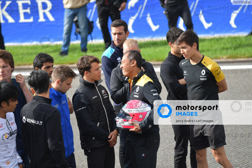 Mia Sharizman Renault Sport Academy Director, shows his emotion whilst shaking hands with Nyck De Vries (NLD, ART GRAND PRIX), with Louis Deletraz (CHE, CARLIN), Jack Aitken, Renault R.S. 19, Guanyu Zhou (CHN, UNI VIRTUOSI) and Luca Ghiotto (ITA, UNI VIRTUOSI)