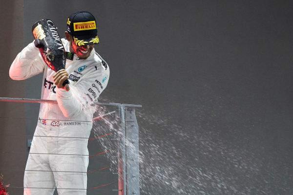 Marina Bay Circuit, Marina Bay, Singapore. Sunday 17 September 2017. Lewis Hamilton, Mercedes AMG, 1st Position, sprays Champagne from the podium. World Copyright: Steve Etherington/LAT Images  ref: Digital Image SNE17333
