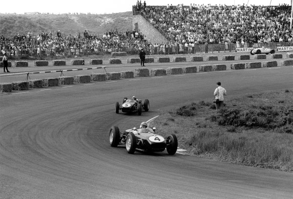 1960 Dutch Grand Prix. Zandvoort, Holland. 6th June 1960. Innes Ireland (Lotus 18-Climax), 2nd position leads Alan Stacey (Lotus 18-Climax), retired, action.  World Copyright: LAT Photographic. Ref: 8660A - 15.
