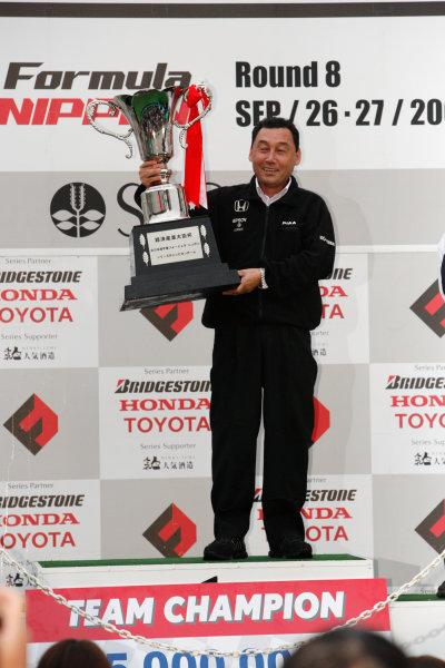 Sugo, Japan. 26th - 27th September 2009.Rd8  - 2009 Team Champion NAKAJIMA RACING ( Team director Satoru Nakajima ) podium, portrait .World Copyright: Yasushi Ishihara/LAT Photographicref: Digital Image 2009FN_Rd8_015