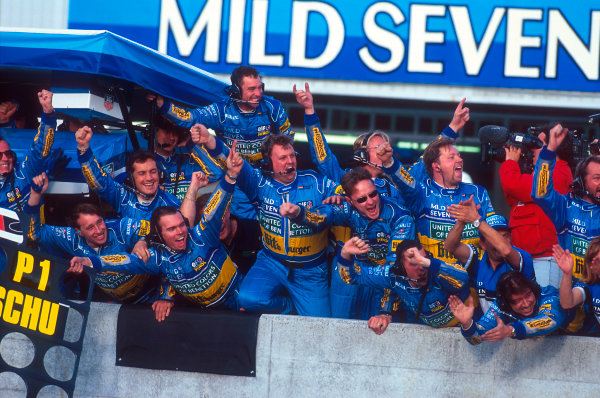 Tanaka International, Aida, Japan.20-22 October 1995.The team celebrate as Michael Schumacher (Benetton Renault) takes the win and his second successive drivers world championship.Ref-95 PAC 10.World Copyright - LAT Photographic
