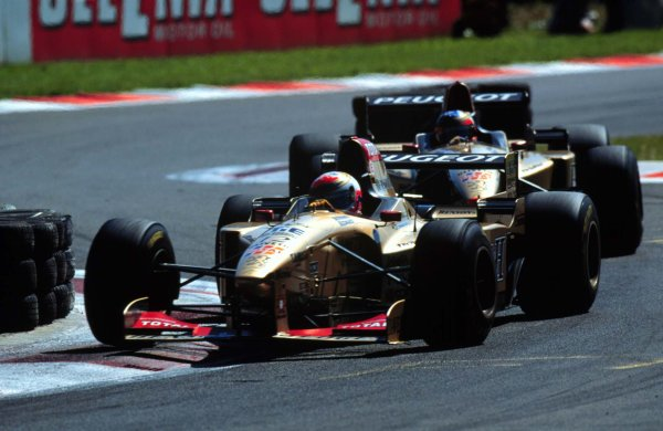 1996 Italian Grand Prix.Monza, Italy.6-8 September 1996.Martin Brundle leads Rubens Barrichello (both Jordan 196 Peugeot's). They finished in 4th and 5th positions respectively.World Copyright - LAT Photographic