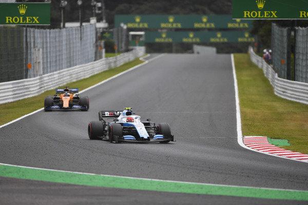 Robert Kubica, Williams FW42, leads Carlos Sainz Jr., McLaren MCL34