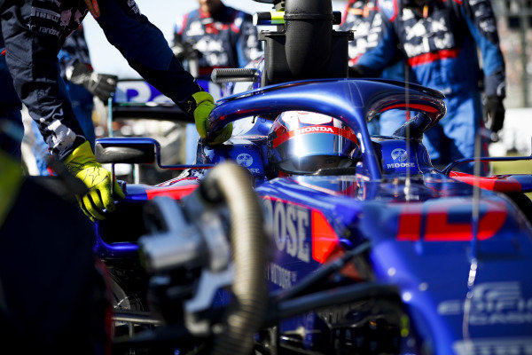 Pierre Gasly, Toro Rosso STR14, arrives on the grid