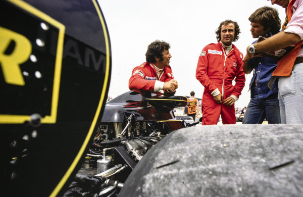 Gunnar Nilsson and Mario Andretti consult with their team.