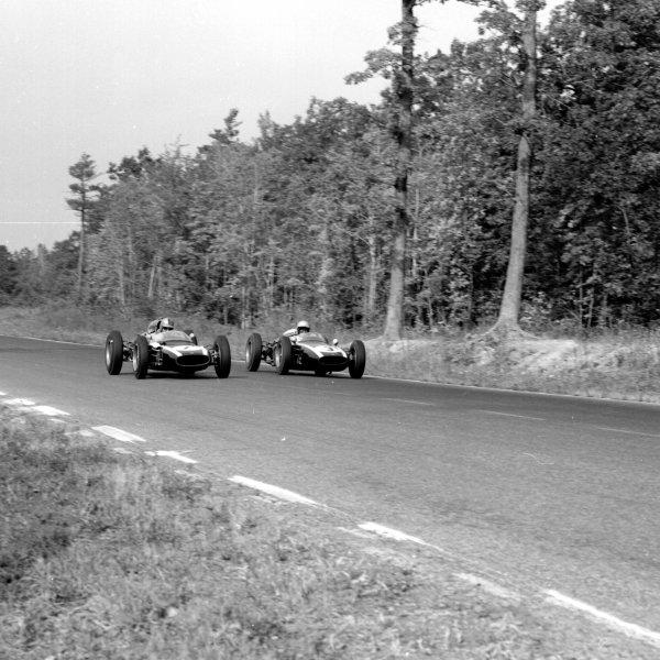1961 United States Grand Prix, Watkins Glen, USA.8 October 1961.Jack Brabham (Cooper T58-Climax) passes Hap Sharp (Cooper T53-Climax).Ref-10898.World - LAT Photographic