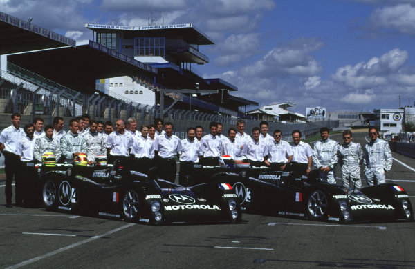 2000 Le Mans Pre-Qualifying.Le Mans, France.29-30 April 2000.The DAMS Cadillac Team Group Shot.World - Bellanca/LAT Photographic