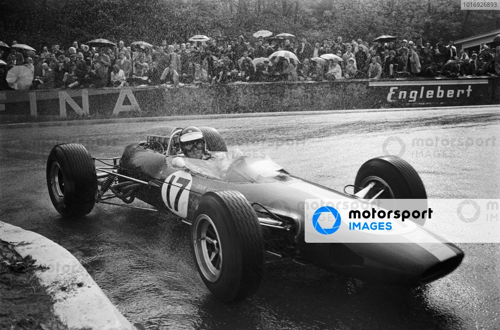 Jim Clark, Lotus 33 Climax, at La Source hairpin.