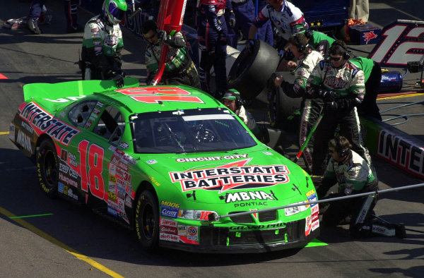 Points leader Bobby Labonte makes a stop.NASCAR Dura Lube 500, Phoenix International Speedway, Phoenix, Arizona, USA 5 November, 2000 copyright-F Peirce Williams 2000 LAT PHOTOGRAPHIC