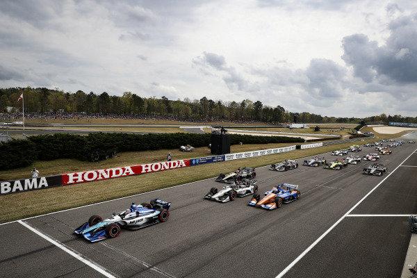 Takuma Sato, Rahal Letterman Lanigan Racing Honda leads at the start, green flag