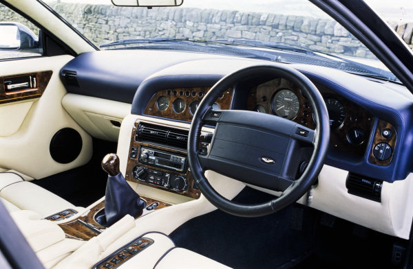 Aston Martin Vantage 600.