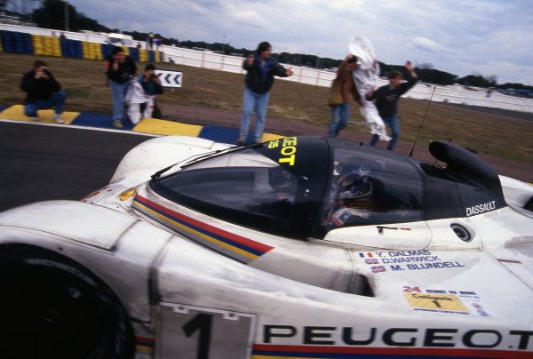 Race winners Derek Warwick (GBR) / Yannick Dalmas (FRA) / Mark Blundell (GBR) Peugeot 905 Evo 1 Bis. Le Mans 24 Hours, Le Mans, France, 20-21 June 1992.