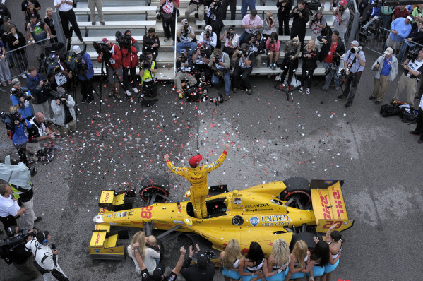 25-27 April, 2014, Birmingham, Alabama USA Race winner Ryan Hunter-Reay in Victory Lane. ©2014, Paul Webb LAT Photo USA